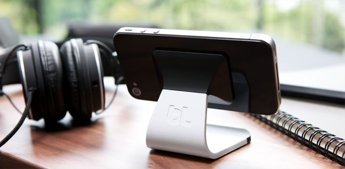 Sweet microsuction phone dock for your desk.