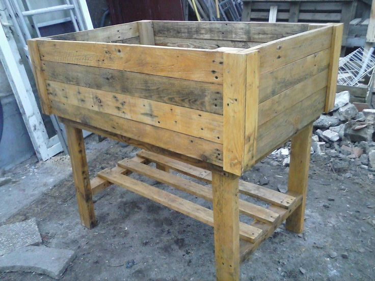 Vegetable table made from recycled pallets, dimensions are120 x 80 cm and the legs are removable. Table potagère réalisées en …