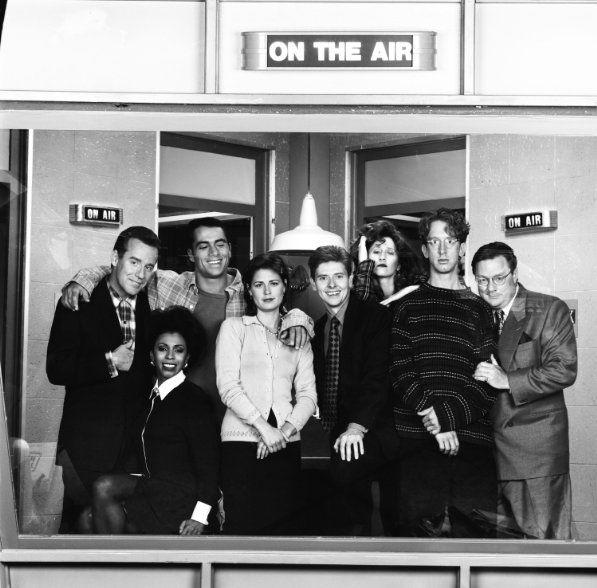 Still of Andy Dick, Dave Foley, Maura Tierney, Khandi Alexander, Phil Hartman, Vicki Lewis, Joe Rogan and Stephen Root in NewsRadio (1995)
