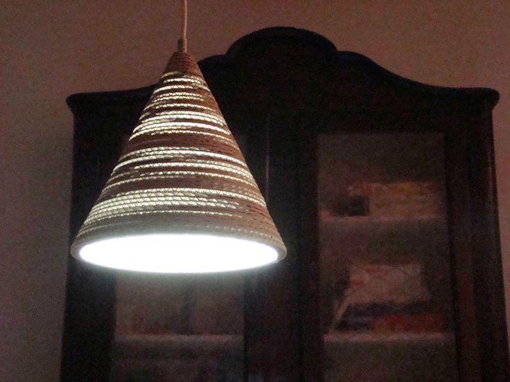 LAMPATRINA: lampada a led Utilizzabile a sospensione o da appoggio, questa lampada tutta in ...