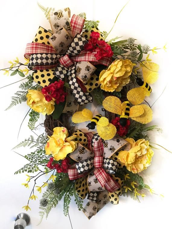 Summer wreaths for front door, summer wreath, bumble bee garden wreath, yellow and red wreath for do