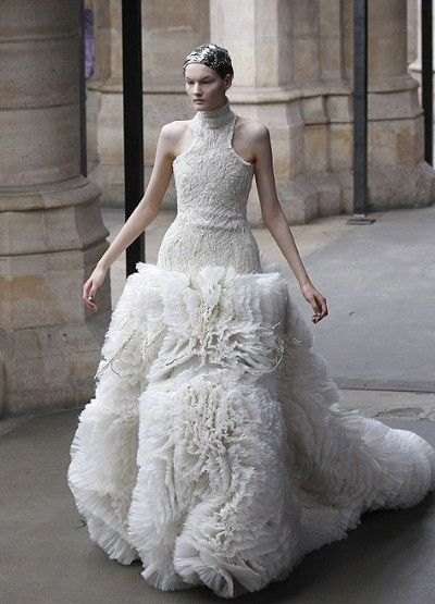 Sarah Burton for AMQ,  this is so different ! Perfect for a real princess, I rather prefer this one for Sarah Burton
