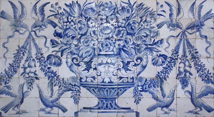 Évora | Universidade / University | Séc. XVII / 17th century #Azulejo #AzulejoDoMês #AzulejoOfTheMonth #Flores #Flowers #Évora