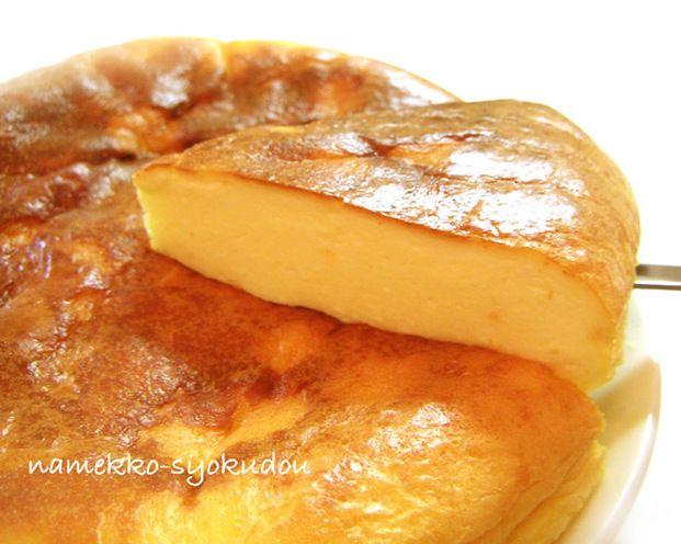 炊飯器で焼く超簡単チーズケーキです。卵・レモン汁・クリームチーズ・牛乳(or生クリーム)・ホットケーキミックス(or薄力粉)を混ぜてスイッチオン!自宅でこんなに簡単にチーズケーキが出来るなんてビックリ♡