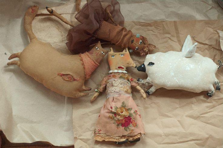 primitive vintage grungy fabric dolls on wannabeiceling.com