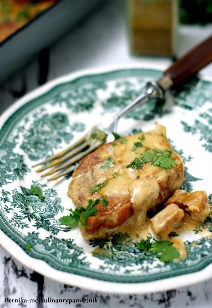Bernika - mój kulinarny pamiętnik: Kotlety schabowe duszone w śmietanie