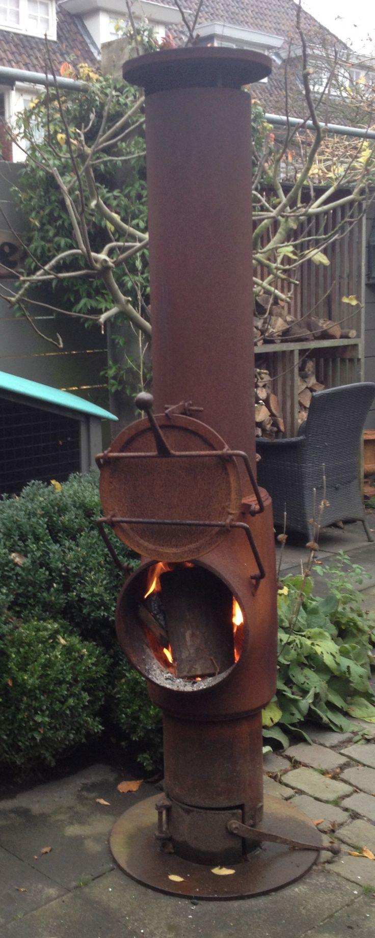Met een heerlijk knapperd vuurtje in deze stoere kachel, is het zeer aangenaam vertoeven tot in de late uurtjes.