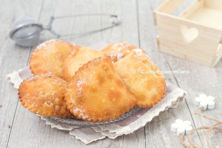 Le cassatelle di ricotta sono dei favolosi dolci siciliani realizzati senza uova con un ripieno cremosissimo, si sciolgono in bocca!