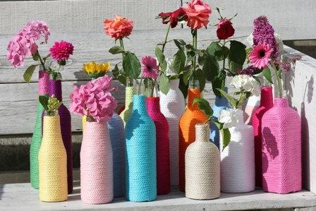 Flower Power; knitted glass bottle vase by kadovanwolenzo.nl