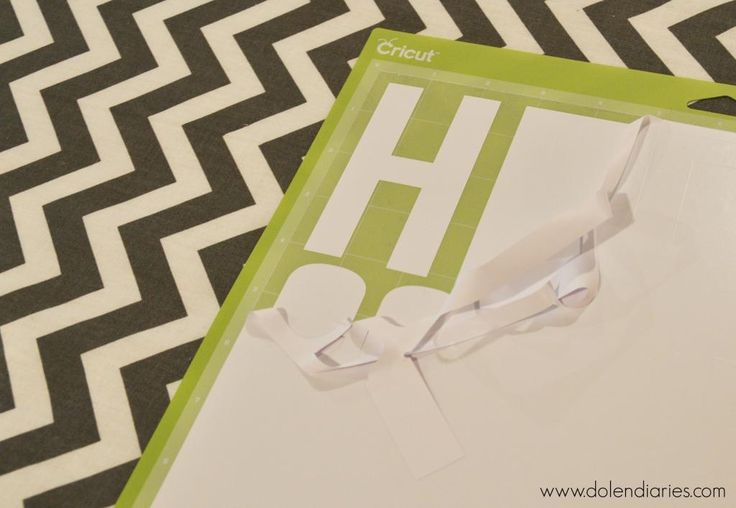 Make your overnight trips a little more fun by making your own Hello Goodbye Statement Overnight Bag using your Cricut Explore {Cricut Design Space Star}