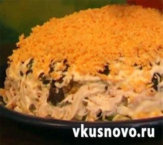 Салат с курицей черносливом и кедровыми орехами