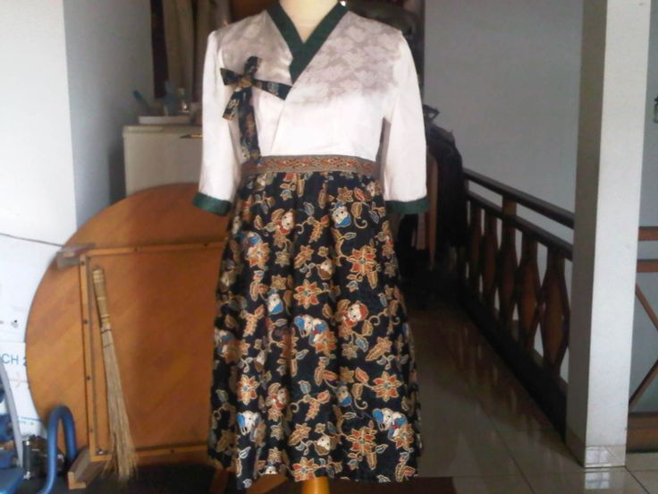 Okay, it looks like Hanbok (I'm sorry if I get wrong in spelling). the traditional Korean dress. But, I put the zipper on the side, not back. It's not easy, but I made it. :)