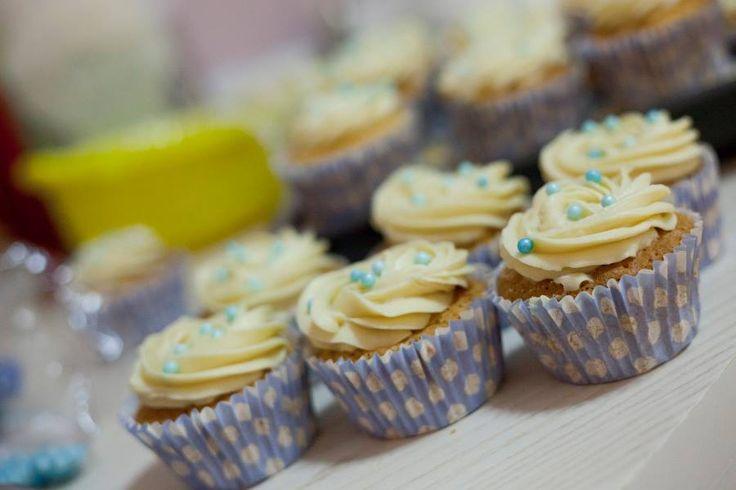 White chocolate cupcakes with white chocolate ganache!