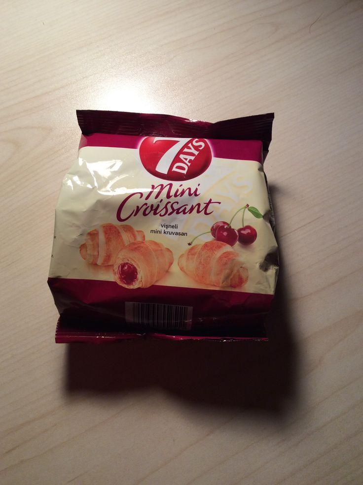 7 Days Mini Croissant #cherry