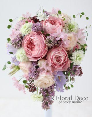 土曜日に綱町三井倶楽部さんで挙式ご披露宴の新婦さんのため、お作りさせていただいたティアドロップブーケです。ピンクや薄紫、白などの色をミックスし、お花の大き...