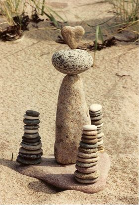 stones: Heart Stones, Stacking Stones, Stones Landart, Stones Art, Beaches Land Heart, Heartston Lov, Beaches Rocks, Land Art, Rocks Art
