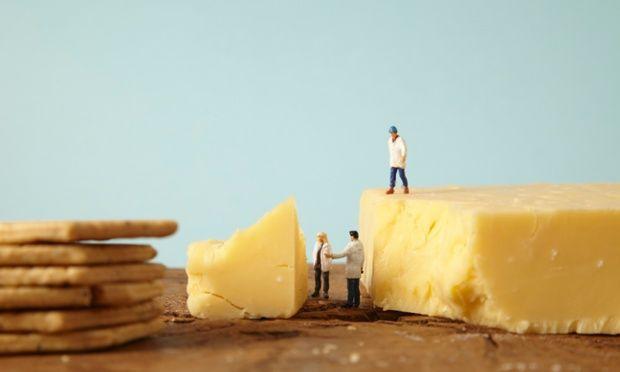 De donkerste geheimen van de voedingsindustrie: onderzoeksjournaliste doet boekje open