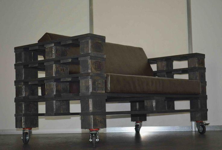 Диван серии Loft Pallet коллекции Line. Модель, размеры, цвет и текстиль можно изменять по желанию заказчика.