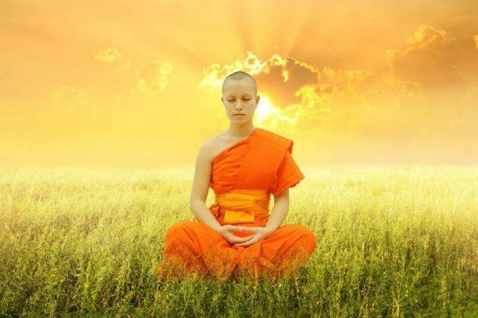 Утренние упражнения тибетских лам. Утренняя гимнастика Тибетских лам дает замечательный эффект омоложения организма, повышение активности и бодрости! Выполнять её можно прямо в постели, утренняя гимнастика Тибетских лам занимает не больше 7-ми минут, но даёт колоссальный эффект!