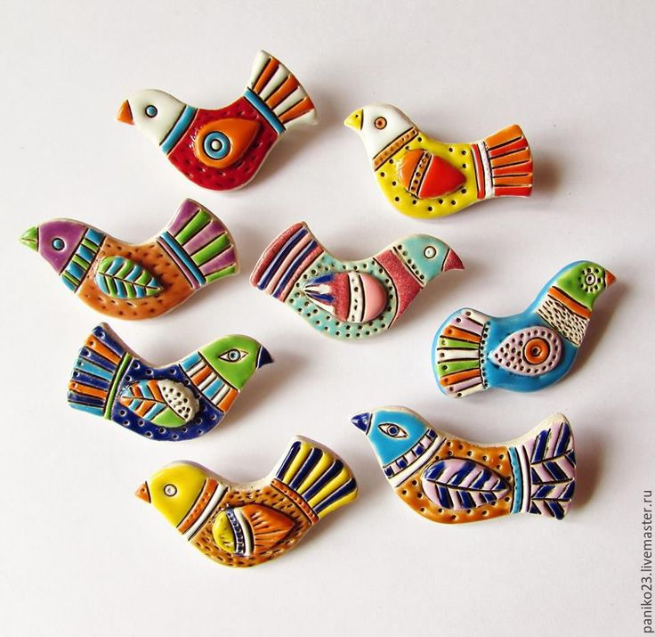 Купить или заказать Керамические броши 'Птички' в интернет-магазине на Ярмарке Мастеров. Маленькие, яркие,задорные брошки из керамики.Очень здорово смотрятся на джинсе.Можно носить сетом из трех штук.Расцветка разная предпочтения пишите в личном сообщении. Цена одной броши -700 рублей Сет из …