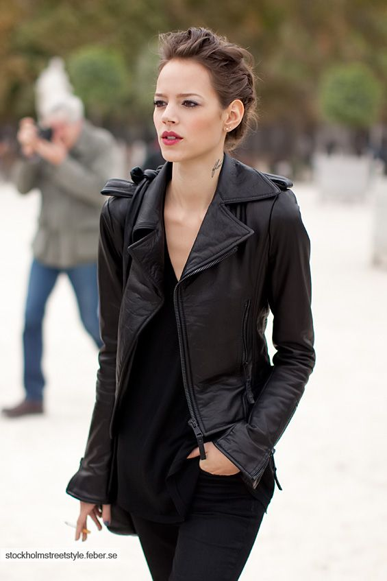 hair: Black Leather Jackets, Freja Beha Erichsen, Biker Jackets, All Black, Neck Tattoo, Street Style, Allblack, Pink Lips, Red Lips