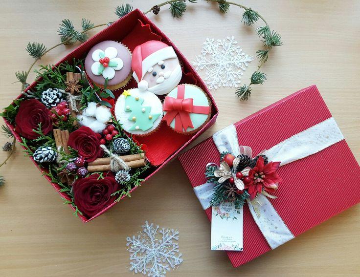 Рождественская коробочка с цветами и капкейками от Pidu 24 Agentuur. Для заказа www.pidu24.eu Jõulukinkekarp lillede ja maffinidega.