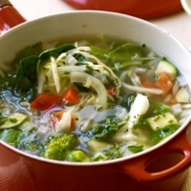 Weight Watchers Garden Vegetable Soup - throw it all in a crockpot and you got soup! #vegan