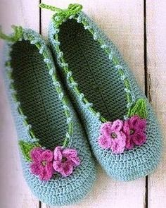Gorgeous crochet slippers: fully charted. And a lot of other crochet diagrams