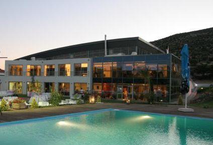 Aquadome. Το Aquadome Sports and Country Club είναι ειδυλλιακός χώρος με απεριόριστες δυνατότητες σε οτι αφορά στη διοργάνωση εκδηλώσεων. Η δεξίωση γάμου, η βάφτιση, τα πάρτι, τα