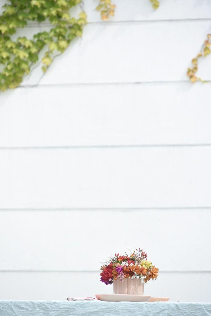 Navidad de verano - Revista Tigris Stud Earrings, Summer Christmas, Christmas Tabletop, Christmas Balls, Funny Guys, Gold Flatware, Summer Colours, Chrysanthemums, Cactus Flower