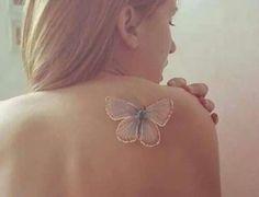 Diseños de tatuajes blancos: Mariposa en el hombro