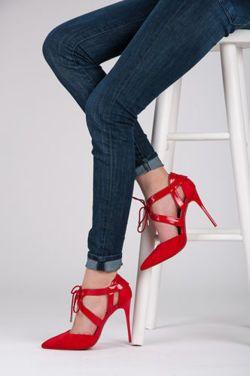 PINS Krásné, malované vysoké podpatky, červená Brilliant Color, módní šněrování, vysoký podpatek štíhlá silueta. Velmi žensky a sexy. Móda za nejlepší cenu. http://cosmopolitus.com.pl/product-cze-95691-EFEKTNI-LODICKY.html