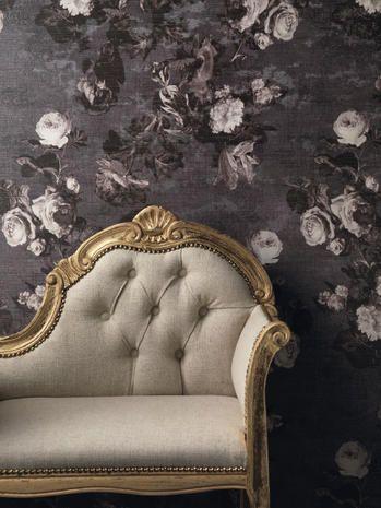 Una fantasia floreale romantica che ritrae la regina delle rose moderne, ovvero la rampicante Pierre de Ronsard.