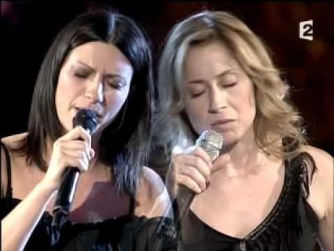 Laura Pausini & Lara Fabian - La Solitudine (Live) - YouTube