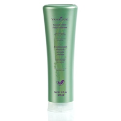 Plant-based, safe and environmentally responsible, Lavender Mint Daily Conditioner is an invigorating daily moisture blend suitable for all hair types.