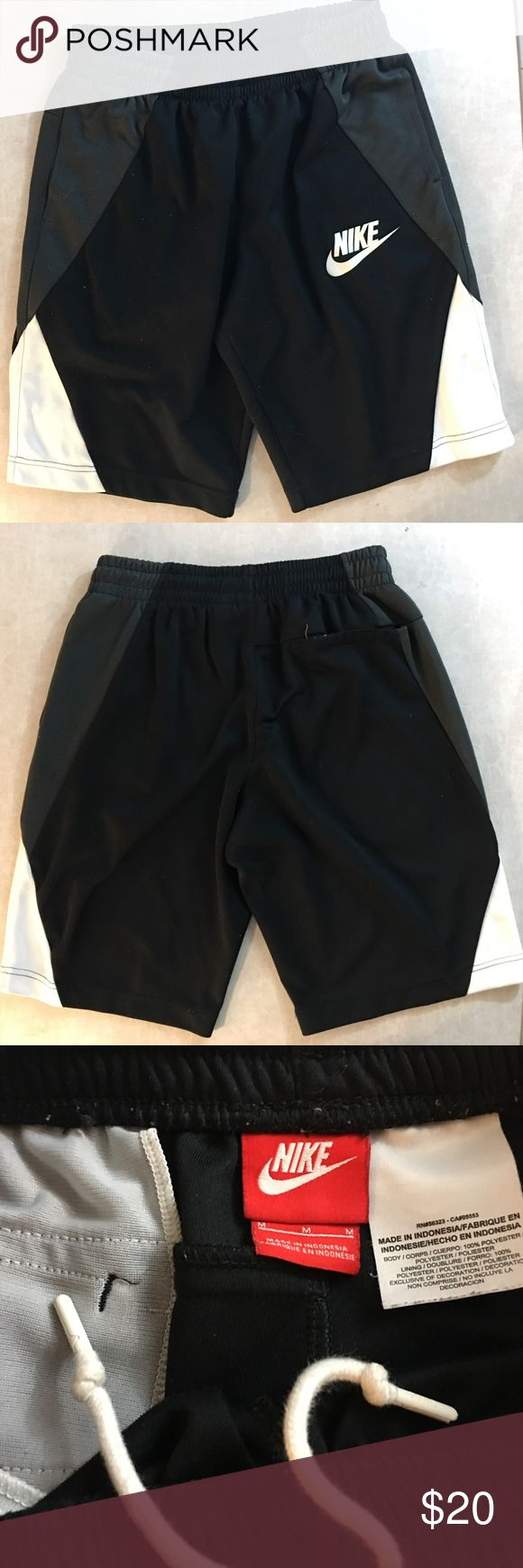 ♻️ Nike Old School Drawstring Cotton Shorts Med Super Old School Nike Cotton Athletic Drawstring Shorts  Size - Medium  Color - Black/Whie  Excellent Condition Nike Shorts Athletic
