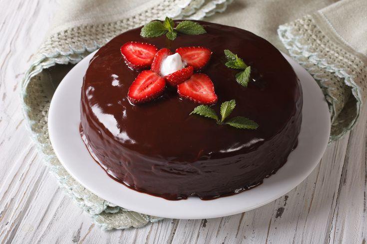 Pripravili ste dokonalý koláč, ale poleva nie a nie sa lesknúť. Tu pomôže jeden veľmi jednoduchý, no zaručene fungujúci trik.