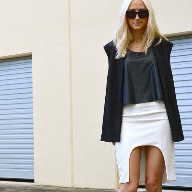 .@Marie Lindahl | Summer at Christmas up on the blog - Link in profile. #mariejanelle @Rebecca Lieberman... | Webstagram Hello Parry skirt