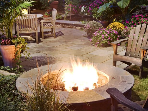 backyard fire pitFire Pits, Backyards Fire Pit, Outdoor Living, Gardens, Outdoor Fire Pit, Outdoor Fireplaces, Summer Night, Outdoor Spaces, Firepit