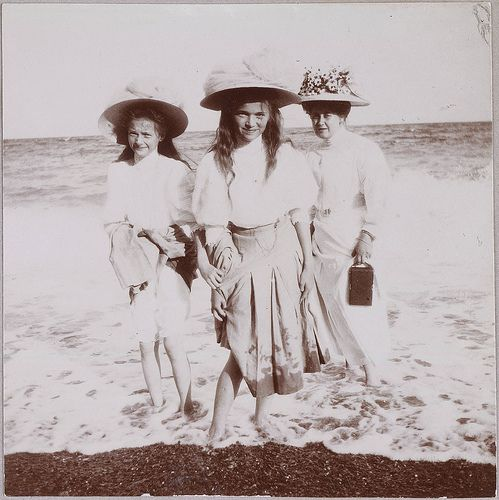 Grand Duchesses Olga and Tatiana with Tsaritsa Alexandra at the shore