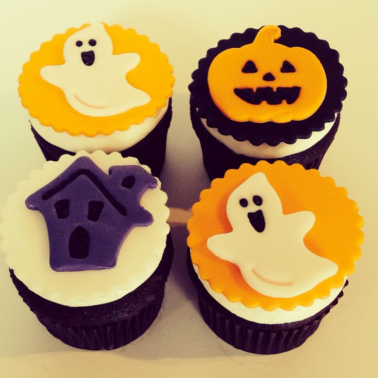 Halloween cupcakes with Halloween fondant cupcake toppers ...
