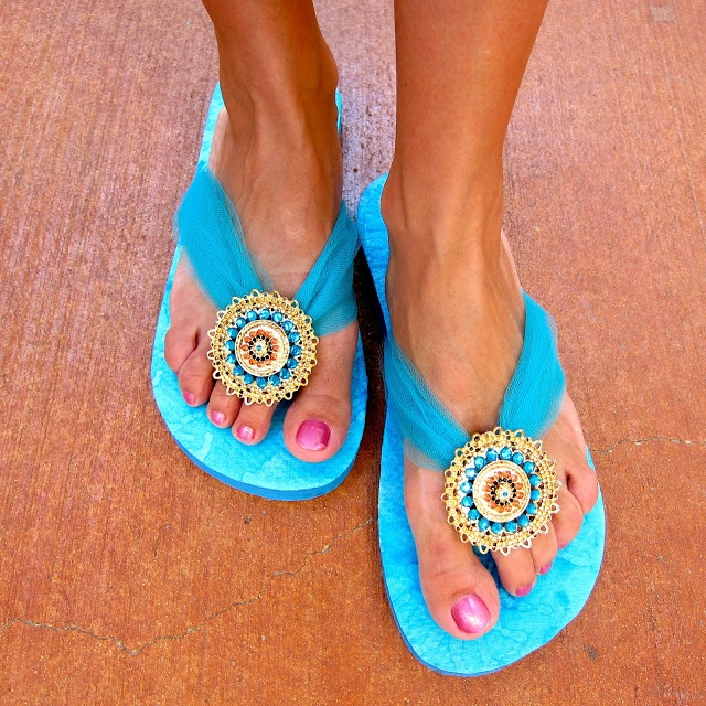 How to Transform your Flip Flops with Mod Podge and Jewelry | Morena's Corner