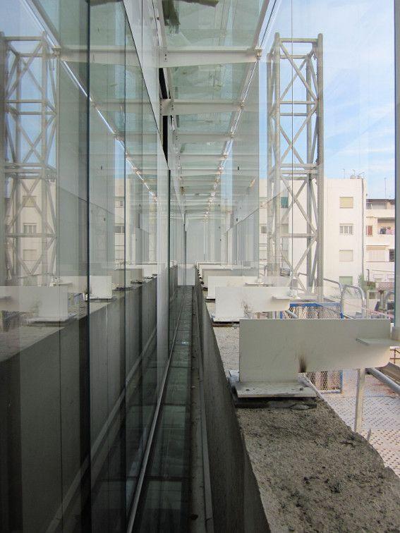 Doble piel metálica y vidrio para los Juzgados de Mahon. Arquitecto Juan Navarro Baldeweg