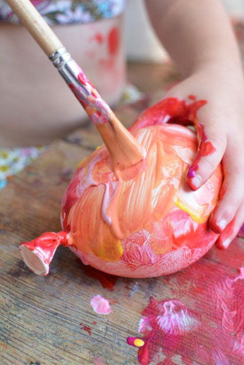 Need a play date idea for your kids? Try water balloon painting!