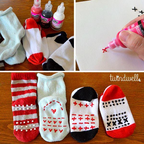 Como fazer meias antiderrapantes com tinta emborrachada