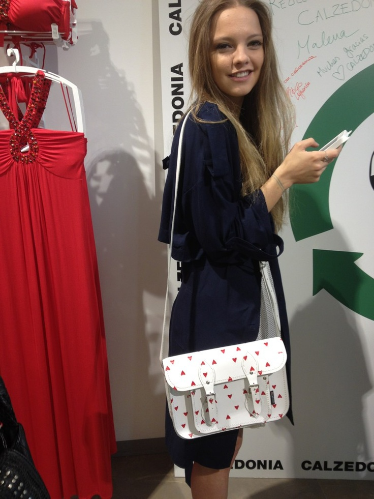 Stunning Spanish model Laura Hayden Spotted out with her White Love Heart Satchel