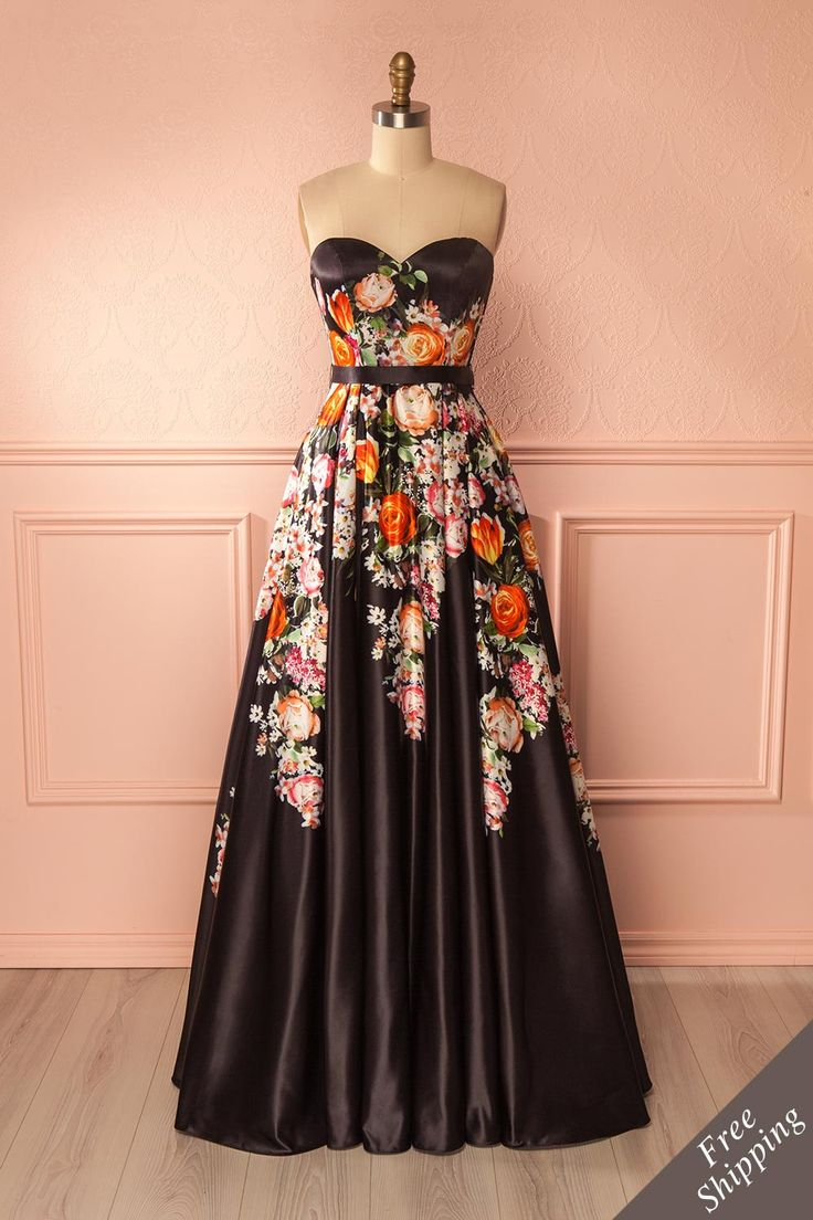 Zulaika #boutique1861 / You'll surely make waves with your entrance in this stunning bustier dress! The floral print attracts the eye, while the more subtle details - such as the lace-up back, the push-button belt at the waist, and the boning in the bodice - come together to create the ideal prom dress!