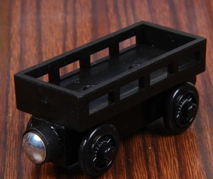 Дешевое Вуд поезд игрушки магнитный томас и друзья черный цвет каретки деревянный поезд дети / ребенок подарок рождественский подарок, Купить Качество Игрушечные машинки непосредственно из китайских фирмах-поставщиках:   Информация о продукте: Размер: длина/9 см ширина/3 см высота/5 см (приблизительно) Материал: Древесина бука и АБС-плас
