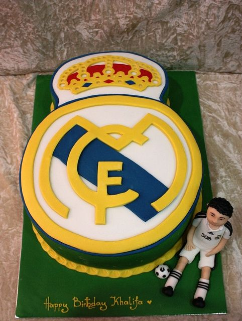 Real madrid logo cake, via Flickr.