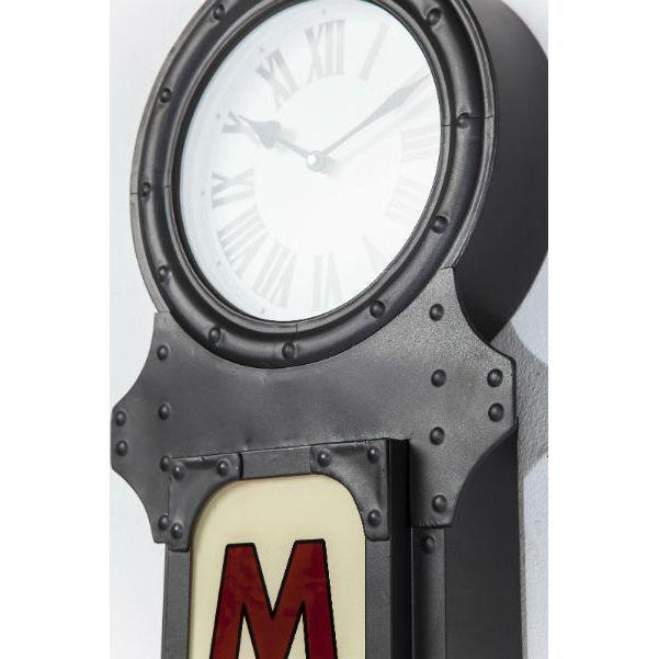 Ρολόι τοίχου Motel Time Ένα ιδιαίτερο ρολόι-φωτιστικό τοίχου σε vintage look.Υλικό : Σίδηρο, Νιτροκυπαρίνη λάκα (NC), γυαλί, λαμπτήρας μικτός 1x12W (εκτός) και μπαταρία 1xAA (εκτός).